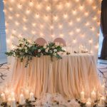 parete luci tavolo sposi