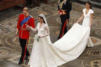 Damigella reggi strascico_Matrimonio-di-Kate-e-William-Ph.-Getty-Images-1