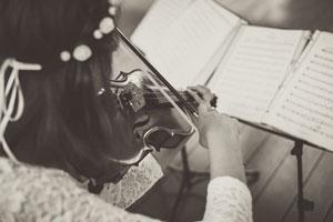 Musica-per-matrimonio-violino_Matrimoni-con-laccento_Roberta-Patane