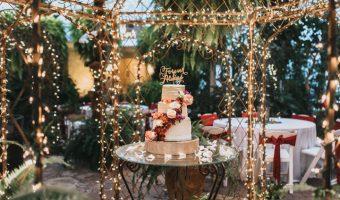 taglio-della-torta-con-luci_Roberta-Patane_Matrimoni-con-laccento
