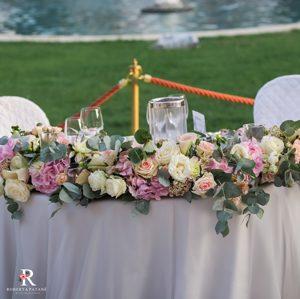 Fiori-per-matrimonio_centrotavola-sposi_Roberta-Patane_Matrimoni-con-laccento