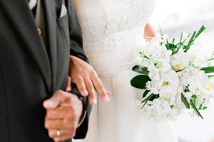 portamento-sposa-bouquet_Roberta-Patane_Matrimoni-con-laccento