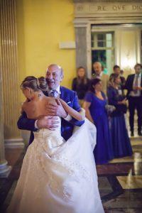 Il-primo-ballo-degli-sposi_papà_Roberta-Patane_Matrimoni-con-laccento