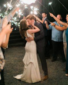 Primo ballo degli sposi con bastoncini scintillanti
