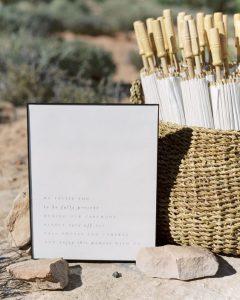 Ombrelli per ripararsi dal sole durante la cerimonia