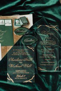 Tendenze Matrimonio 2020 | Partecipazioni trasparenti e Verde Smeraldo