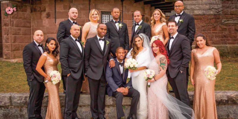 gruppo di ospiti multietnico ad un matrimonio