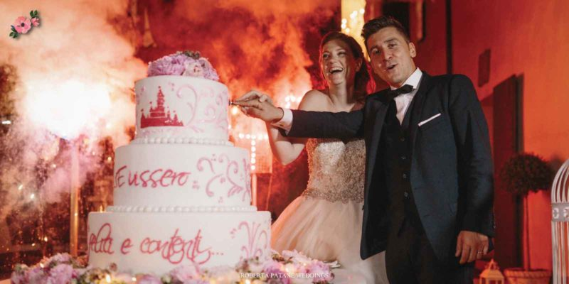 Sposi che tagliano la torta - Roberta Patanè Weddings
