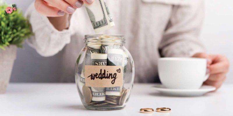 Sposa che risparmia soldi per il matrimonio