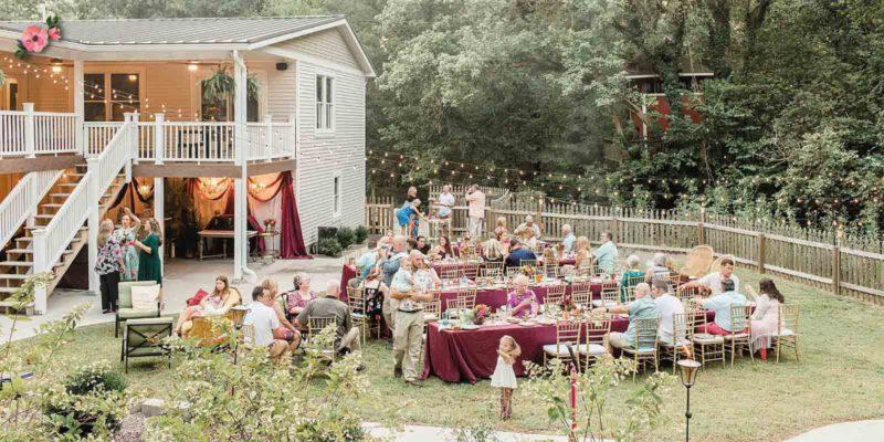Ricevimento di matrimonio nel giardino di casa