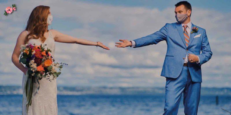 sposi con mascherina e distanziamento sociale